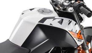 фото бензобака мотоцикла KTM DUKE 200 no ABS