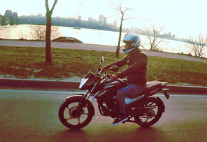 фото мотоциклиста на мотоцикле